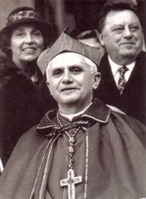 Tento obrázok nemá vyplnený ALT popisok, jeho názov je benedikt-xvi-mlady-modernista.jpg