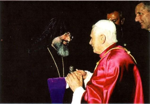 Tento obrázok nemá vyplnený ALT popisok, jeho názov je benedikt-xvi-schizmatik-mesrob-ii.jpg