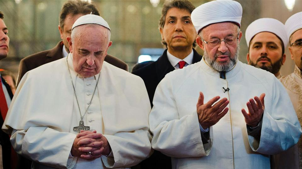 Tento obrázok nemá vyplnený ALT popisok, jeho názov je frantisek-modra-mesita-mufti-modlitba.jpg