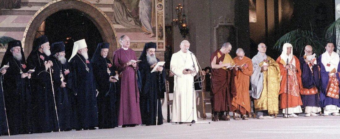 Tento obrázok nemá vyplnený ALT popisok, jeho názov je jan-pavol-ii-assisi-1986-ekumenizmus.jpg