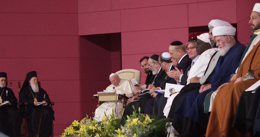 Tento obrázok nemá vyplnený ALT popisok, jeho názov je jan-pavol-ii-assisi-2002-spolocna-modlitba-ekumenizmus.jpeg