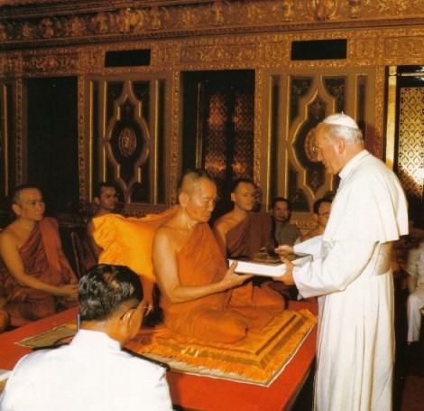 Tento obrázok nemá vyplnený ALT popisok, jeho názov je jan-pavol-ii-budhisticky-chram-1.jpg