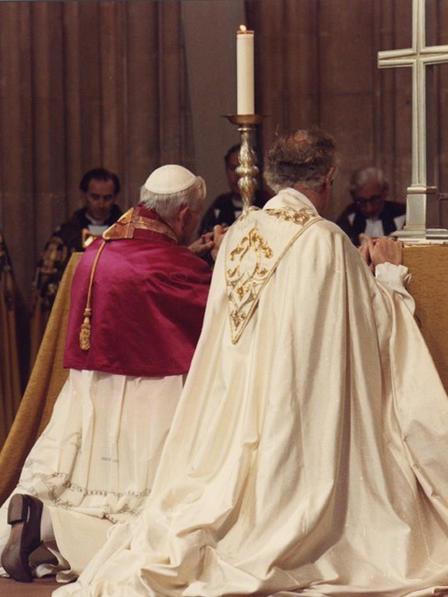 Tento obrázok nemá vyplnený ALT popisok, jeho názov je jan-pavol-ii-robert-runcie-anglikanska-katedrala-1982.jpg