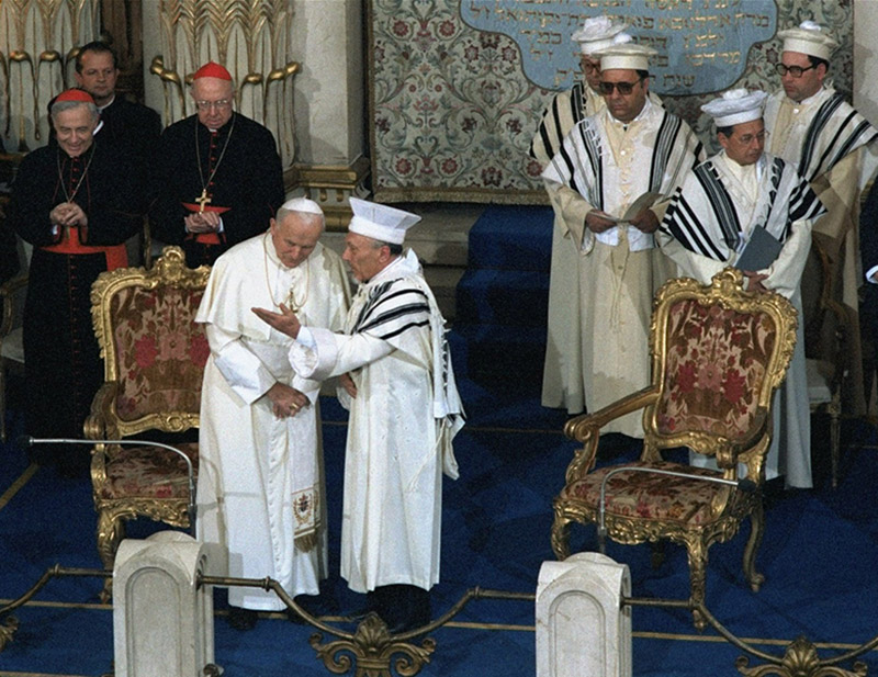 This image has an empty alt attribute; its file name is jan-pavol-ii-synagoga-gq800.jpg