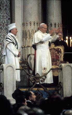 Tento obrázok nemá vyplnený ALT popisok, jeho názov je jan-pavol-ii-synagoga-zapretie-krista.jpg