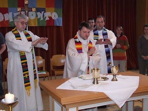 This image has an empty alt attribute; its file name is novus-ordo-eucharistia-na-stole-gay-sal.jpg