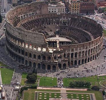 Tento obrázok nemá vyplnený ALT popisok, jeho názov je rimske-koloseum.jpg